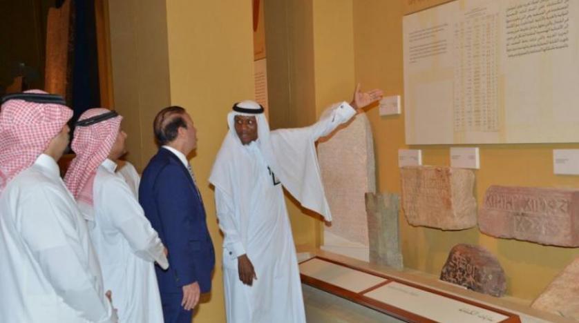 The Ambassador of the Republic of Iraq to Riyadh receives a series of historical documents EF59D6DE-004C-42BF-9A35-190EDB66F311