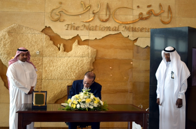 The Ambassador of the Republic of Iraq to Riyadh receives a series of historical documents IMG-0040