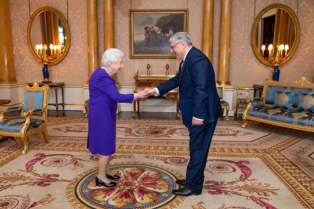The Ambassador of the Republic of Iraq in London presents his credentials to Queen Elizabeth II 2A516085-D4B6-481C-A80D-8B1635ABF7E4-1024x682