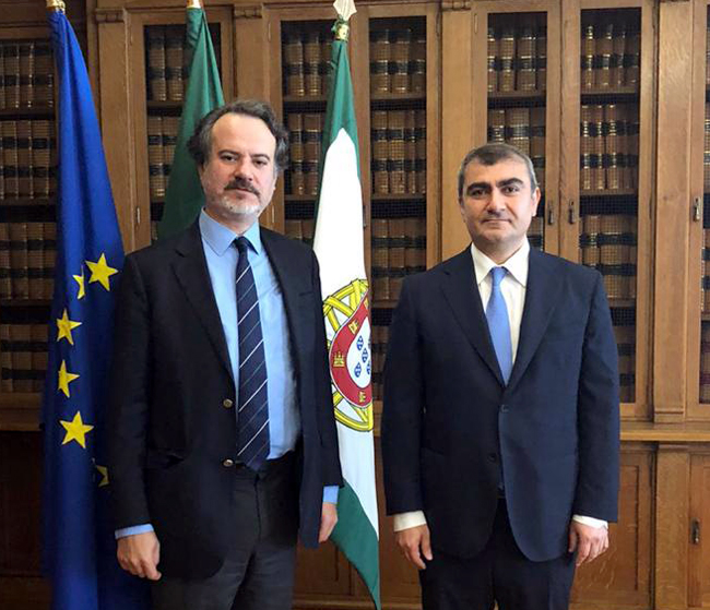 The Ambassador of the Republic of Iraq to Lisbon meets the Chairman of the Foreign Affairs and Portuguese Communities Committee in the Portuguese House of Representatives Bb