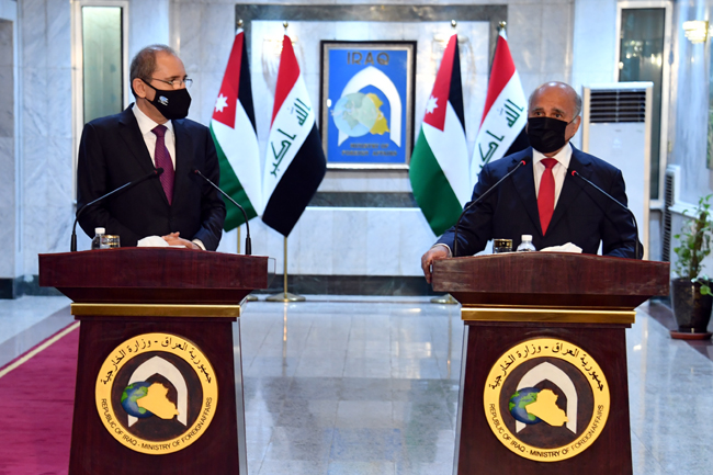 Foreign Minister Fouad Hussein meets his Jordanian counterpart in Baghdad 11-2