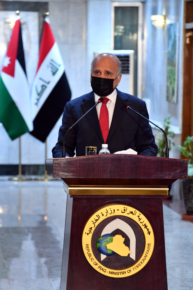 Foreign Minister Fouad Hussein meets his Jordanian counterpart in Baghdad 8-4