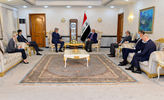 Foreign Minister Fouad Hussein: France is an important and important partner for Iraq DSC_2942