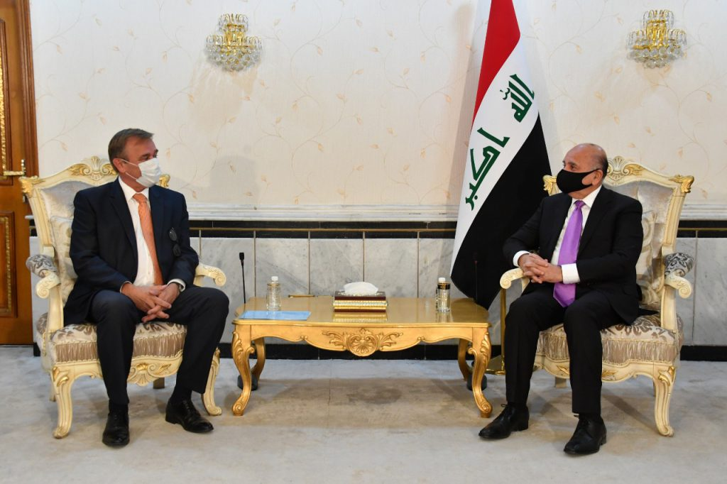 The Minister of Foreign Affairs receives a copy of the credentials of the Dutch ambassador to Baghdad 0C9FC578-85FB-4AC4-AA85-671A505F5046-1024x682