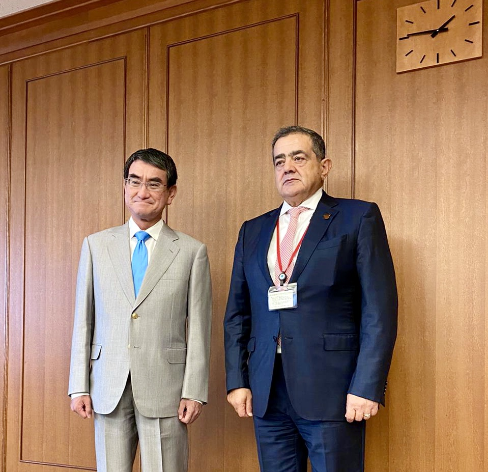 The Ambassador of the Republic of Iraq in Tokyo meets the Japanese Minister of Defense 5BFE58BC-16A4-4F76-A492-273BBA9C3642