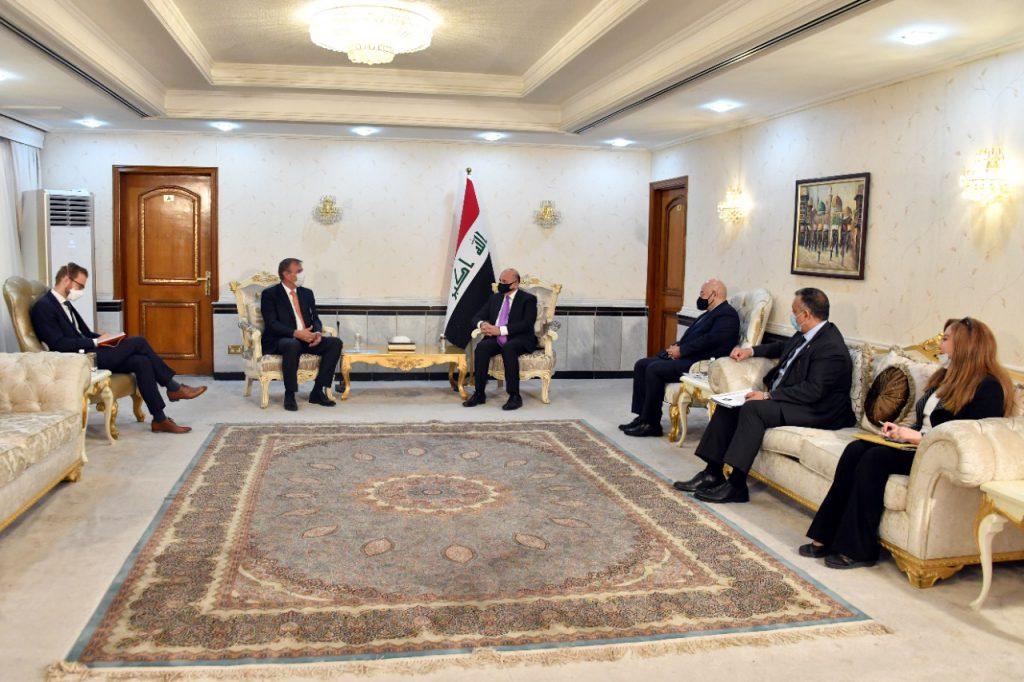 The Minister of Foreign Affairs receives a copy of the credentials of the Dutch ambassador to Baghdad E21CABA0-E902-4B86-AAFC-E7CADD7F78D2-1024x682